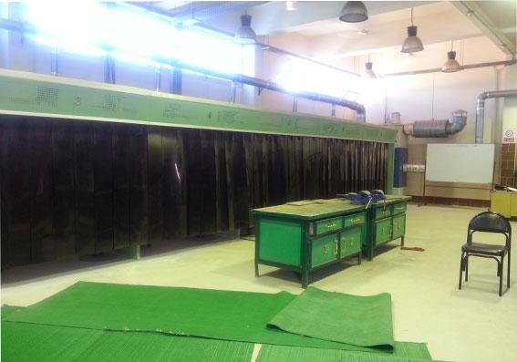 http://amr-trading.com/wp-content/uploads/2013/12/Welding-cabines-3.jpg